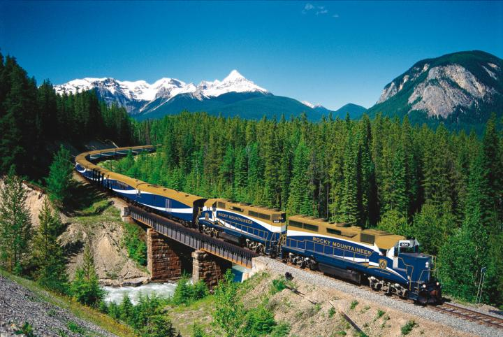 First Passage to the West 01.05.2019 - 31.07.2019 | 2 Personen im Zimmer (Double) | Gold Leaf Service | Banff - Vancouver