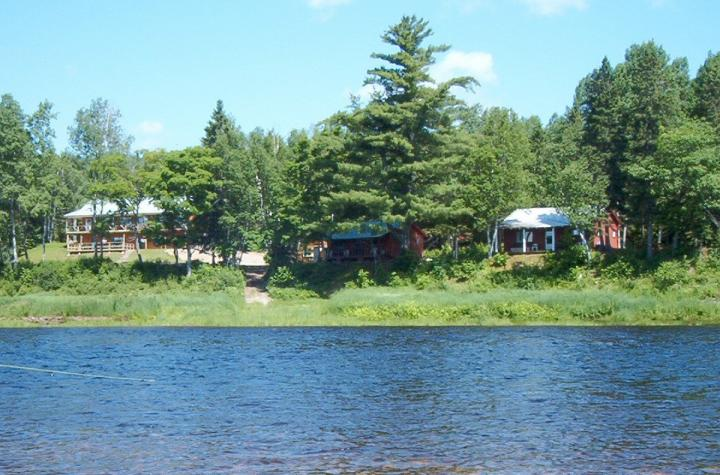Pond's Resort on the Miramichi 01.06.2021 - 01.10.2021 | 1 Person im Zimmer (Single) | Two Bedroom Cabin